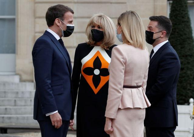 馬克龍妻子在與澤連斯基會面時的著裝遭網民痛罵