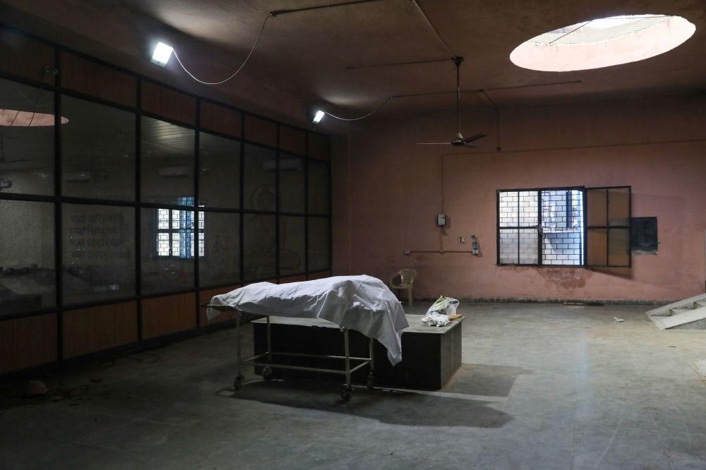 新德里市火葬场停尸房。