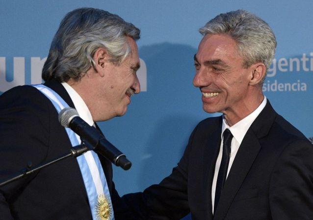 阿根廷總統費爾南德斯(左)與阿根廷交通部長梅奧尼