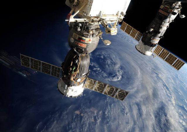 """俄罗斯""""进步""""号货运飞船脱离国际空间站"""