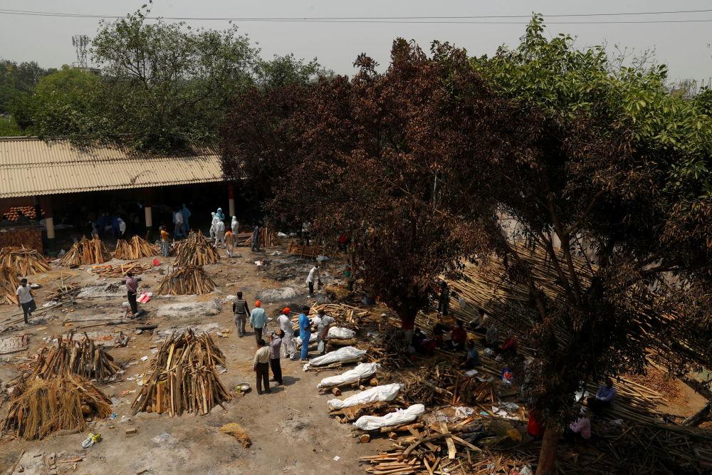 印度新德里火葬場正在準備火化死者