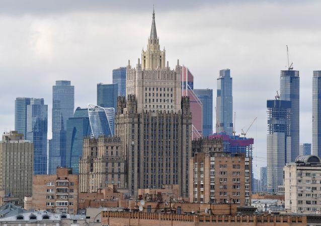 俄外交部稱,在阿富汗局勢背景下,俄駐塔吉克斯坦軍人正開展計劃內和計劃外軍事演習