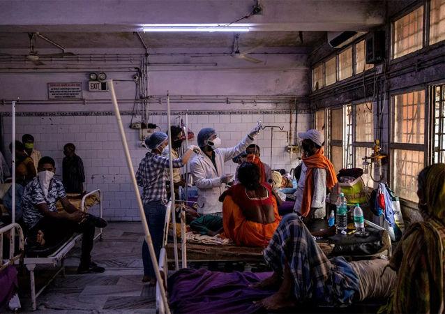 印度新增新冠死亡病例创纪录 总确诊人数超2500万
