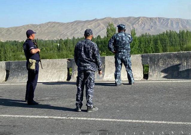 吉爾吉斯斯坦軍人在吉塔兩國邊界地區