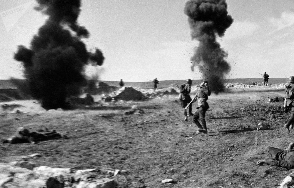 「士兵之死」。1941年至1945年,偉大的衛國戰爭克里米亞陣線,刻赤方向1942年4月至5月。