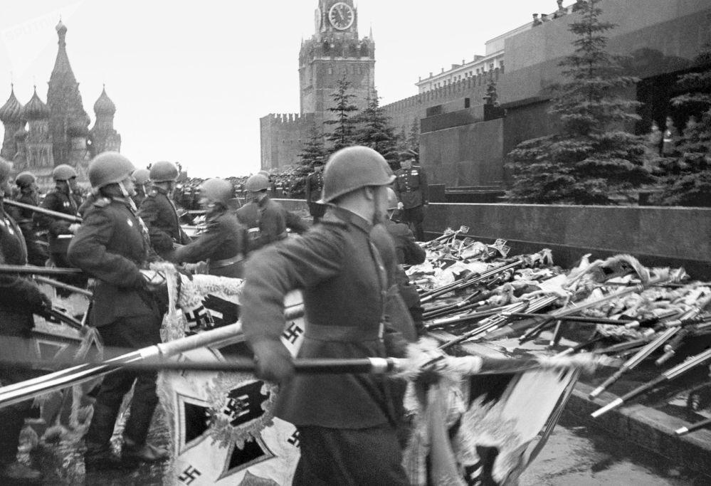 紅場上舉行勝利日遊行活動,1945年。