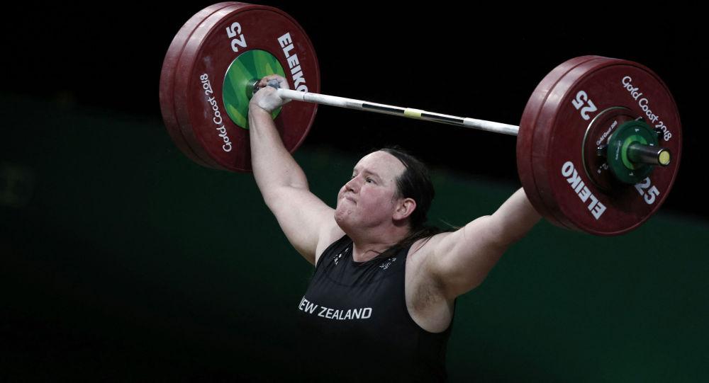 新西兰举重运动员劳雷尔•哈伯德