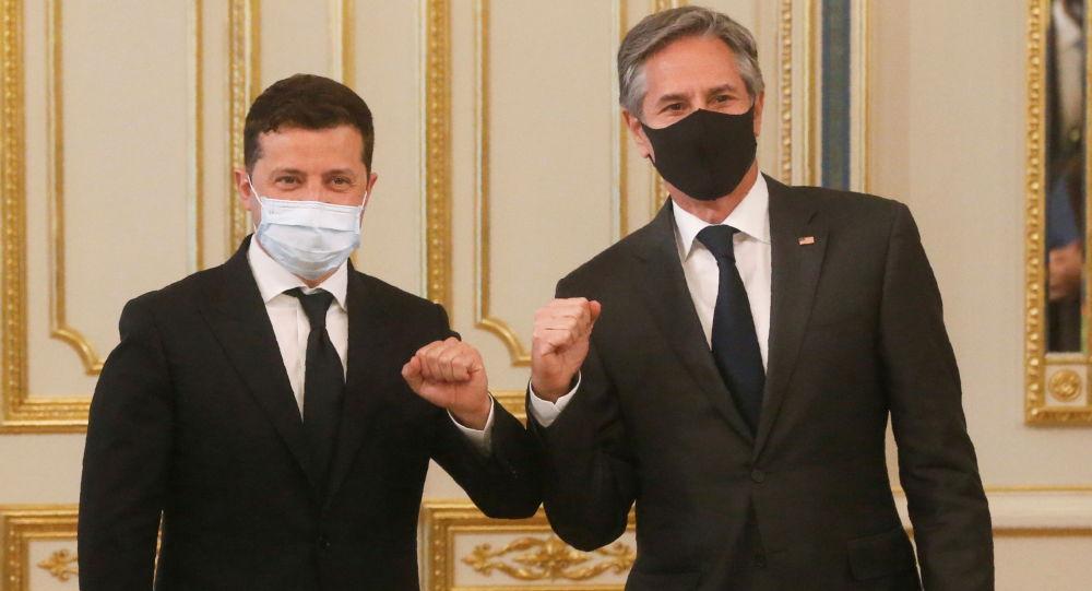 美國國務卿安東尼•布林肯(右)