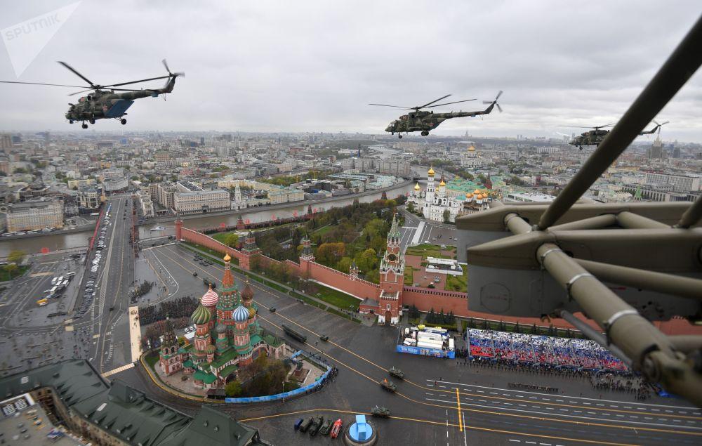 偉大衛國戰爭勝利76週年閱兵式上的空中編隊。