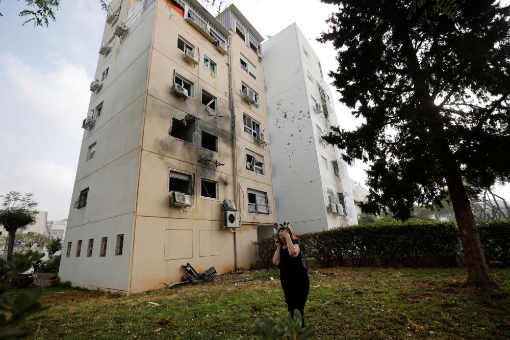遭巴方火箭损毁的阿什克伦房屋。