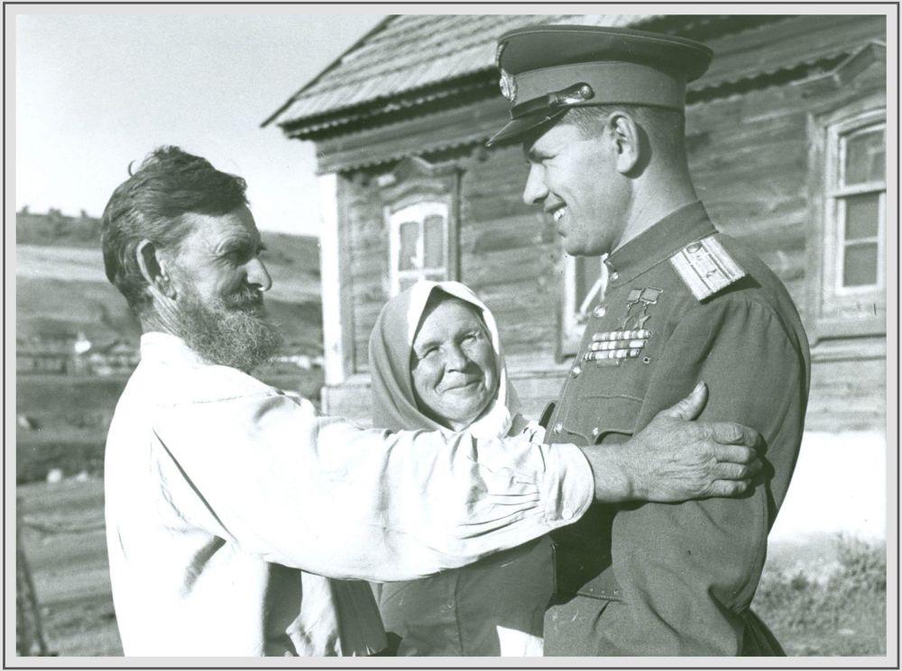 1946年,空軍元帥、兩次獲得「蘇聯英雄」榮譽稱號的尼古拉•米哈伊洛維奇•斯科莫羅霍夫在薩拉托夫州拉波季鎮的家鄉。