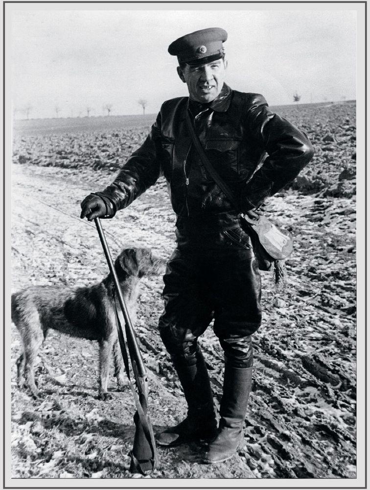 20世紀50年代,蘇聯元帥、兩次獲得「蘇聯英雄」榮譽稱號的瓦西里•伊萬諾維奇•崔可夫在德國狩獵。