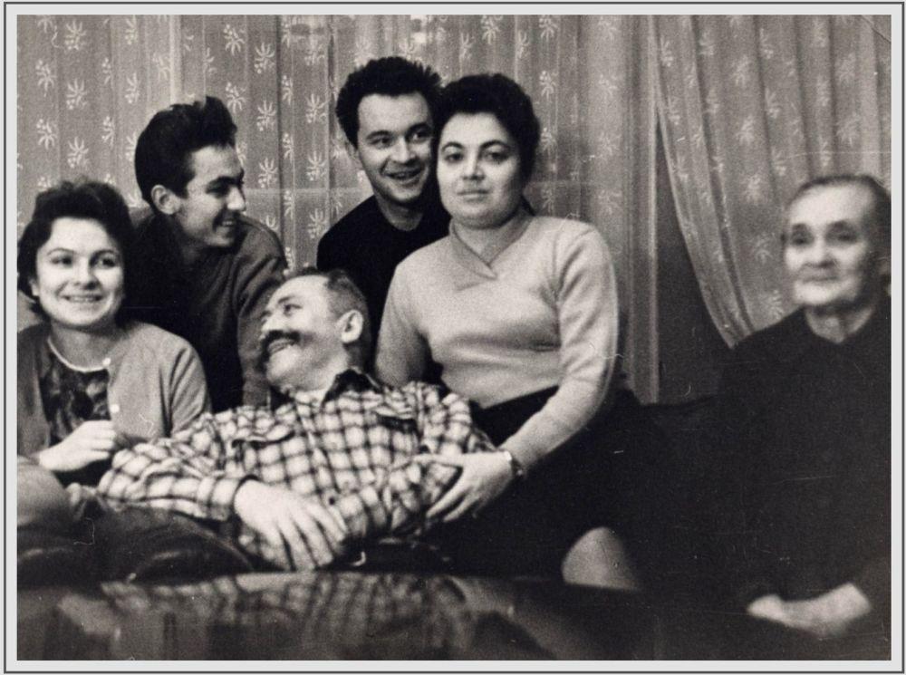 1962年,大將謝爾蓋•馬特維耶維奇•什捷緬科和家人在莫斯科。