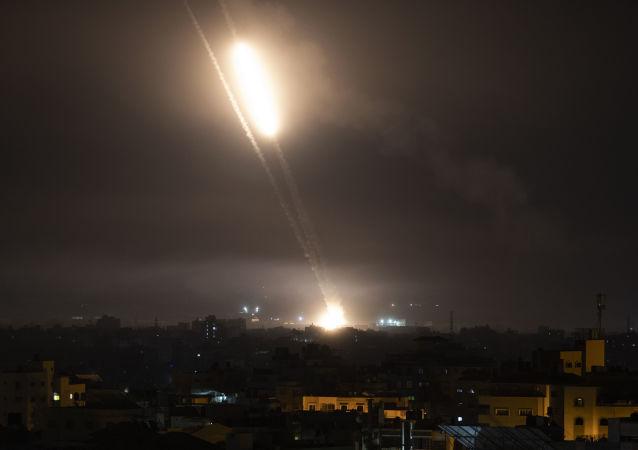 从加沙向以色列发射的一枚火箭弹被反导系统拦截