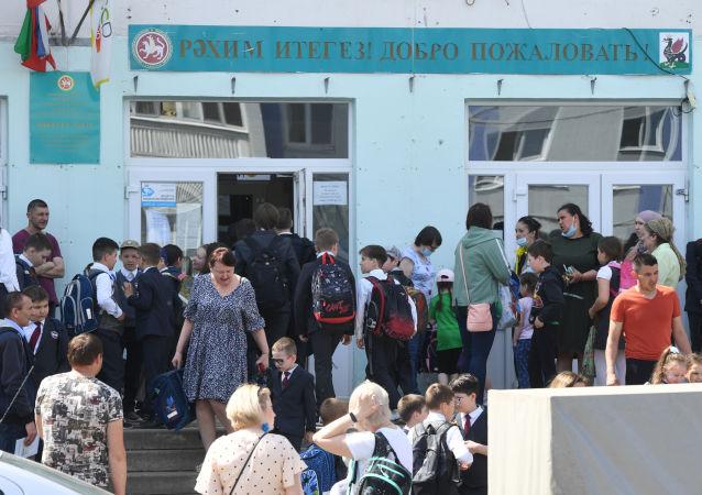喀山中學學生返回鄰近中學學習