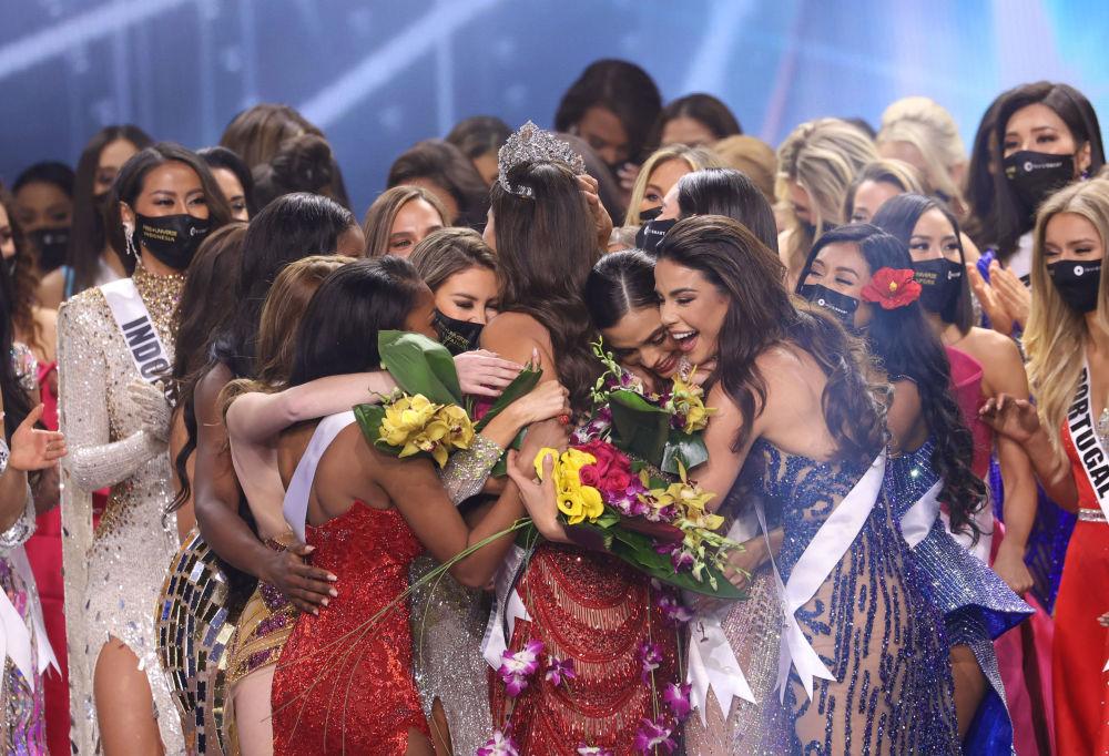 墨西哥小姐安德莉亞•梅薩奪得2021年環球小姐桂冠。