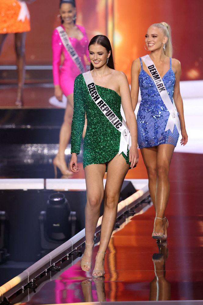 捷克小姐克拉拉•瓦夫魯斯科娃在決賽中。
