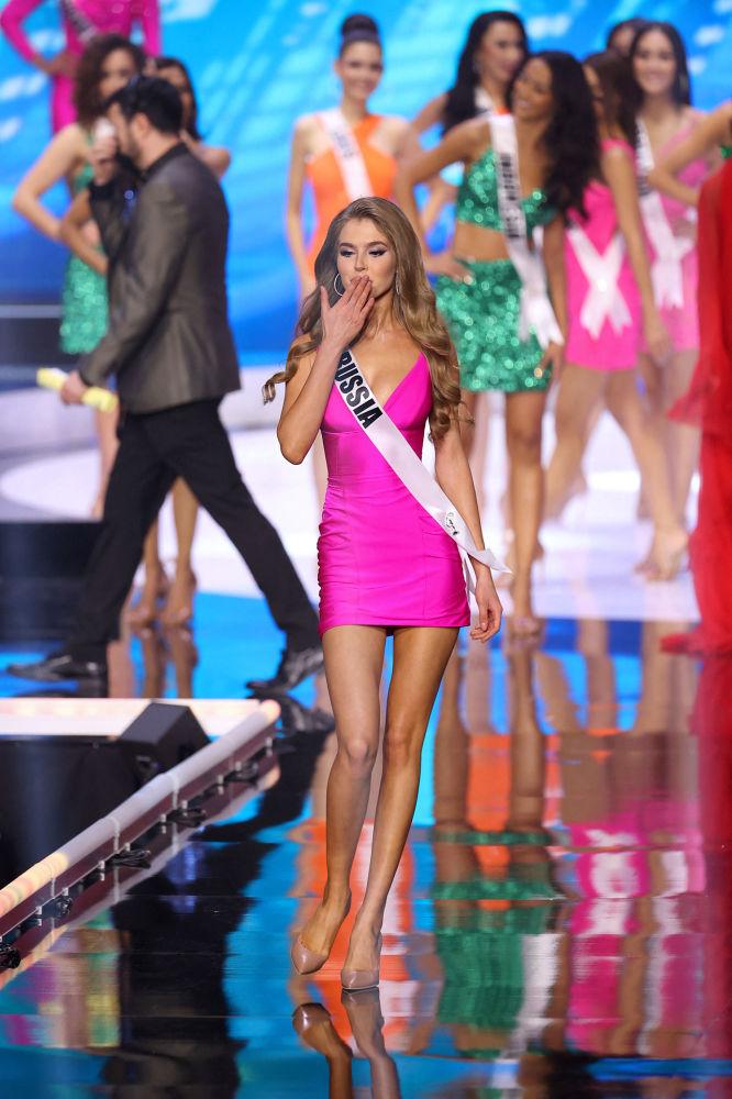 俄羅斯小姐阿林娜•桑科在決賽中。
