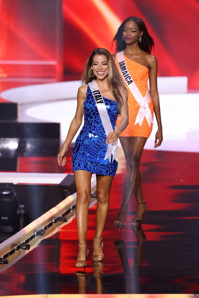 意大利小姐維維亞娜•維茲尼在比賽現場。