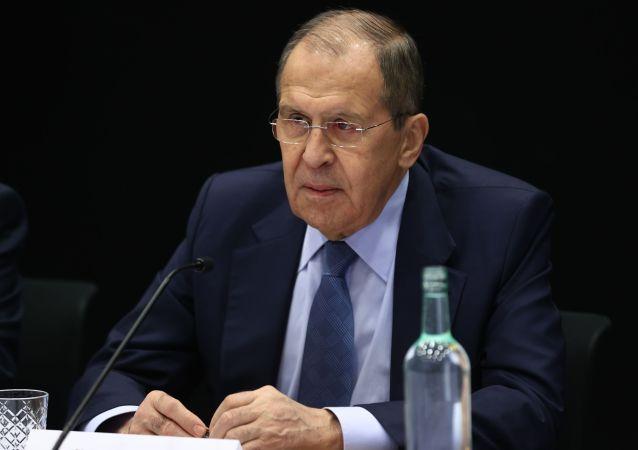 俄副外长:不要低估使用生物试剂作为武器的危险
