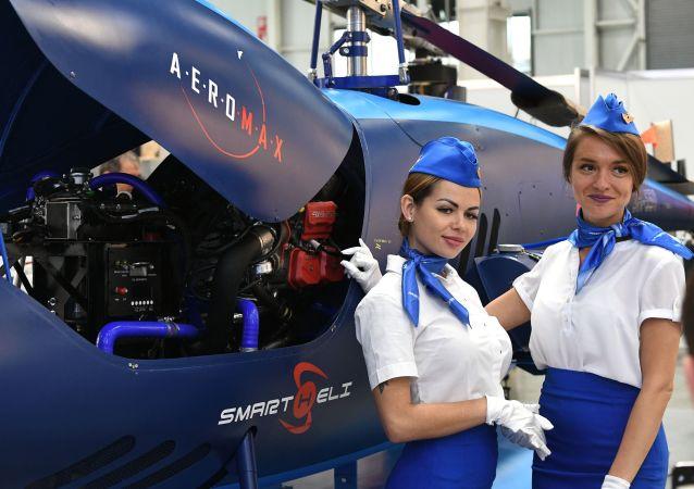 2021年第十四届俄罗斯国际直升机工业展上的俄罗斯模特。