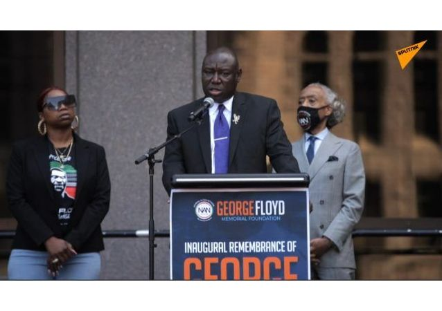 美国:明尼阿波利斯市举行乔治·弗洛伊德遇害一周年集会