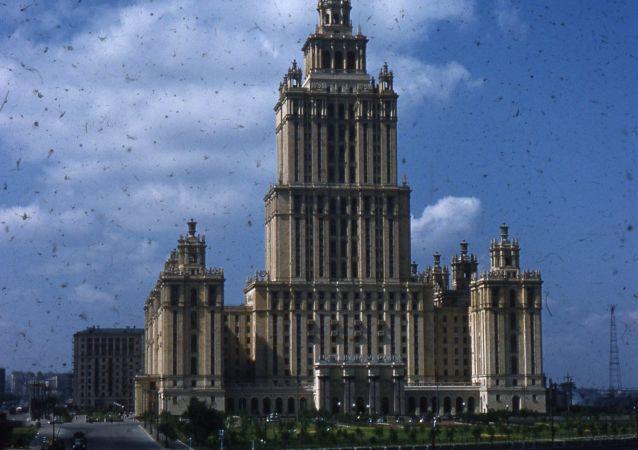 """美国摄影师托马斯·哈蒙德教授拍摄纪录的""""乌克兰""""宾馆旧照。"""