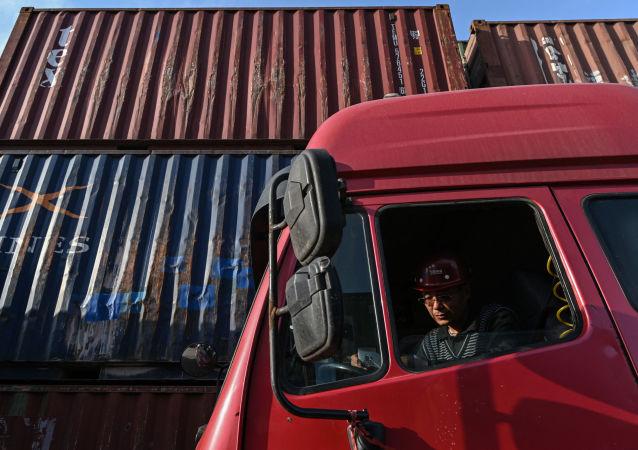俄海关:今年前8月俄中贸易额增30.3% 至858.5亿美元