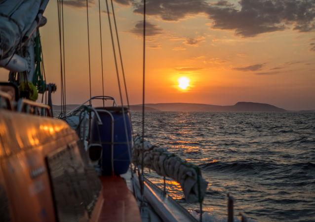 日本海上保安厅表示,怀疑不久前与俄罗斯轮船相撞的日本渔船船长操作不当,致人员死亡