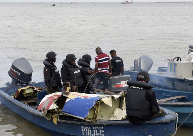 媒体:尼日利亚救援人员从一艘沉船上发现45具乘客遗体
