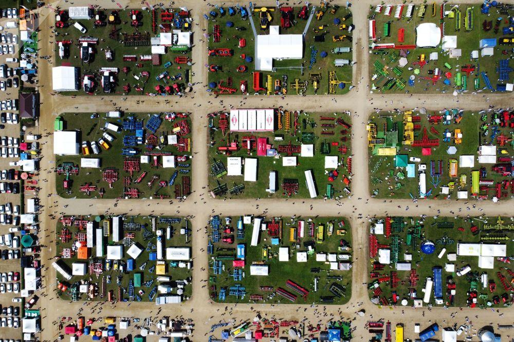 """""""金黄色的庄稼""""农业技术展览会在乌斯季拉宾斯克举行。"""