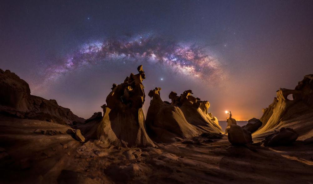 摄影师穆罕刀芒和死神默德?哈亚提拍摄的《爱人之夜》。