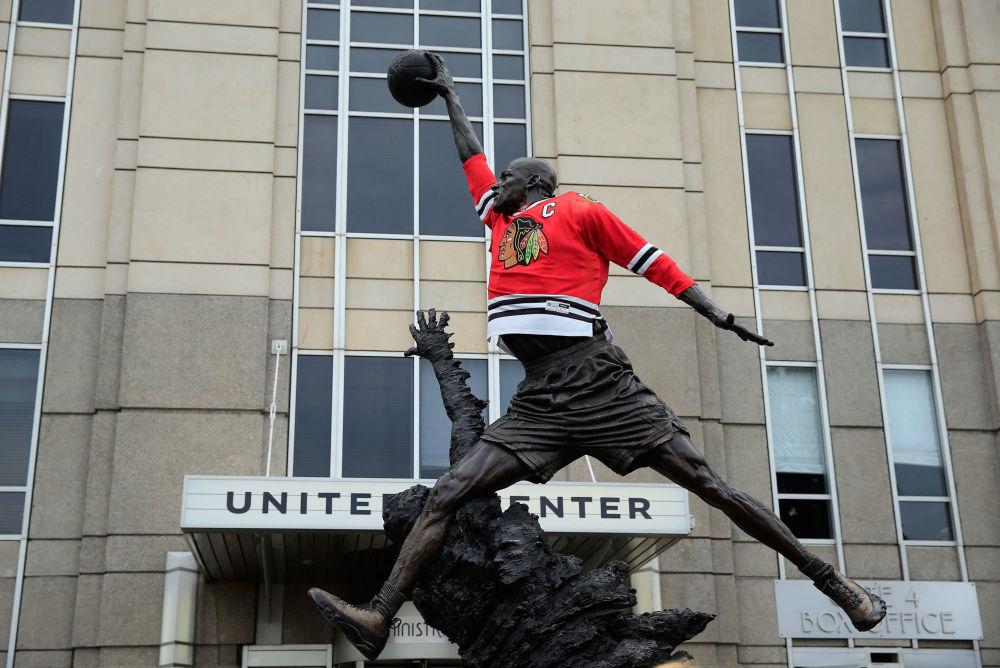 美国篮球明星乔丹在芝加哥的雕像。