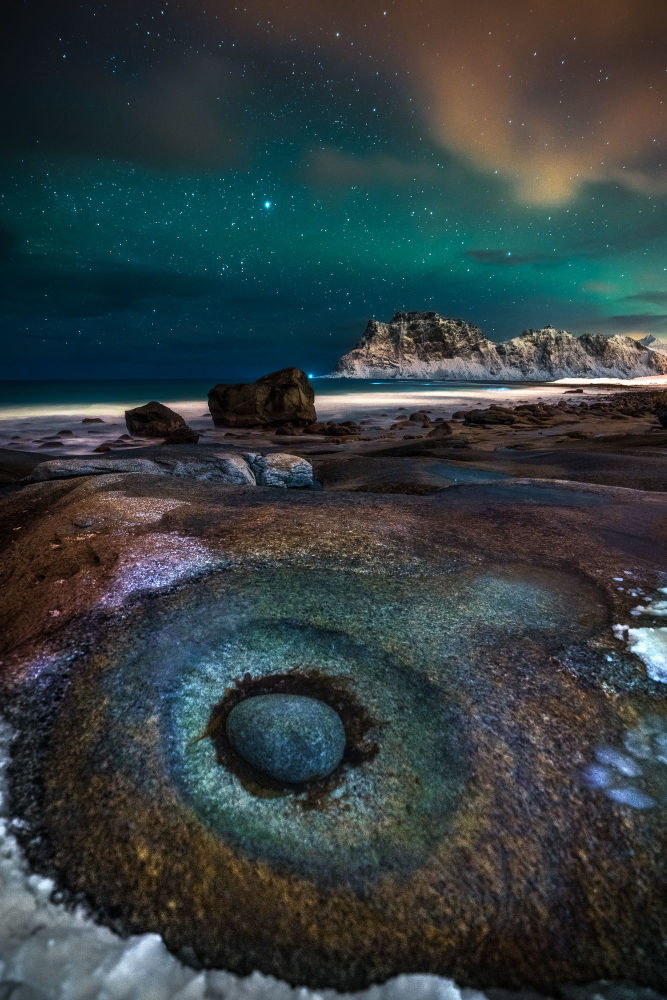 摄影师伊万·佩德雷蒂(Ivan Pedretti)作品《眼睛》获2021年自然TTL摄影师大赛夜空类奖项。
