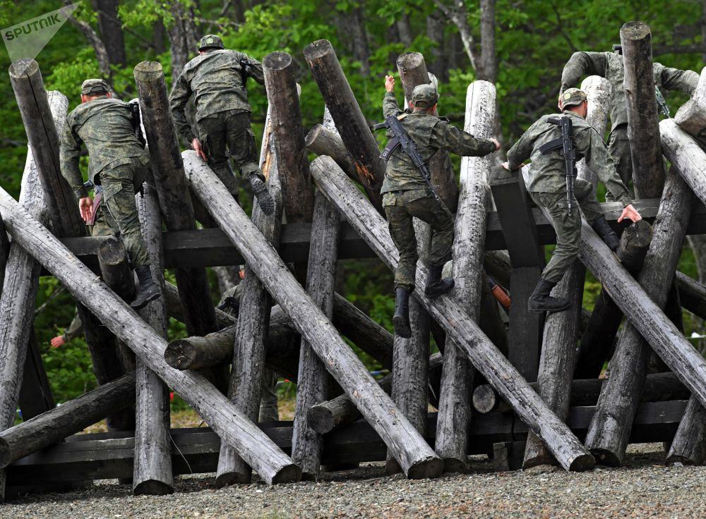 """俄全军""""2021-海军陆战队""""大赛在符拉迪沃斯托克市举行。"""