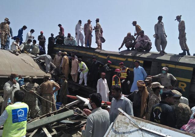 媒體:暫無中國公民在巴基斯坦兩列車相撞事故中傷亡