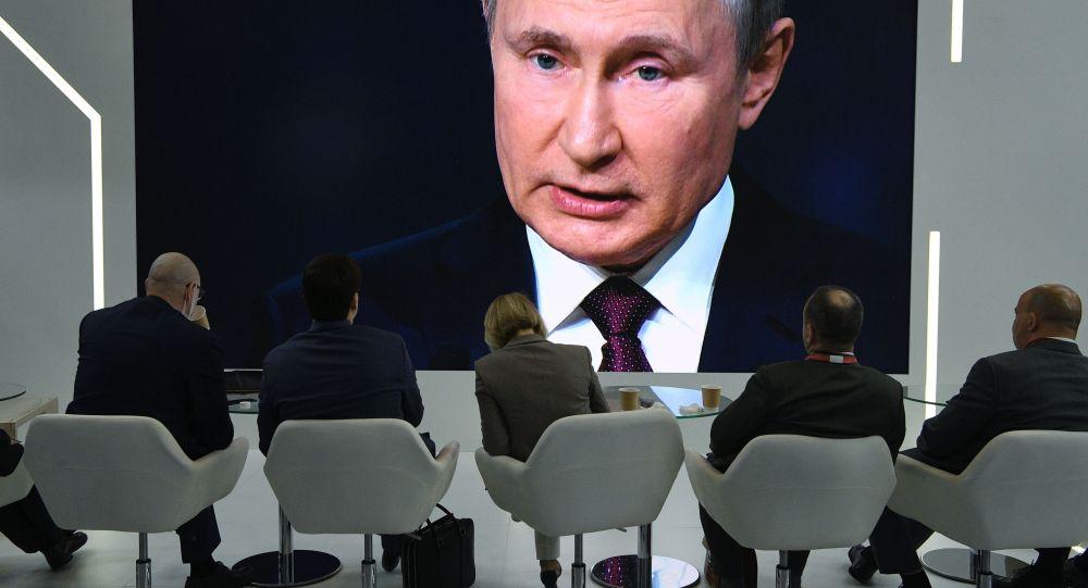 俄罗斯总统普京在2021年圣彼得堡国际经济论坛全体会议上的讲话转播