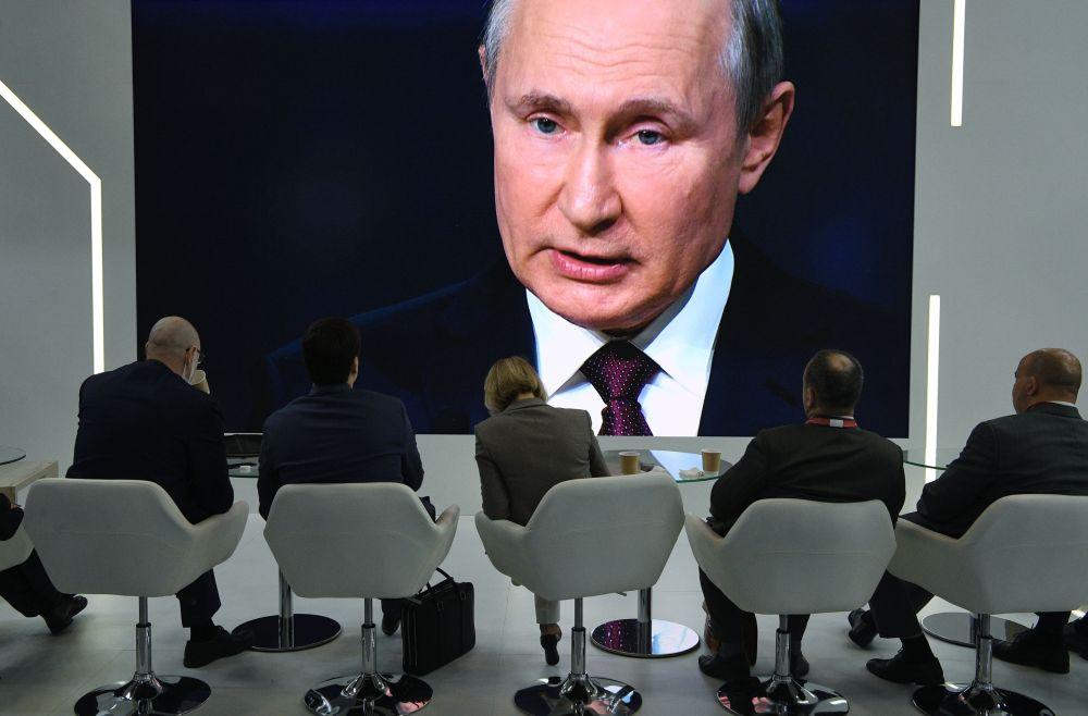 俄羅斯總統普京在2021年聖彼得堡國際經濟論壇全體會議上的講話轉播