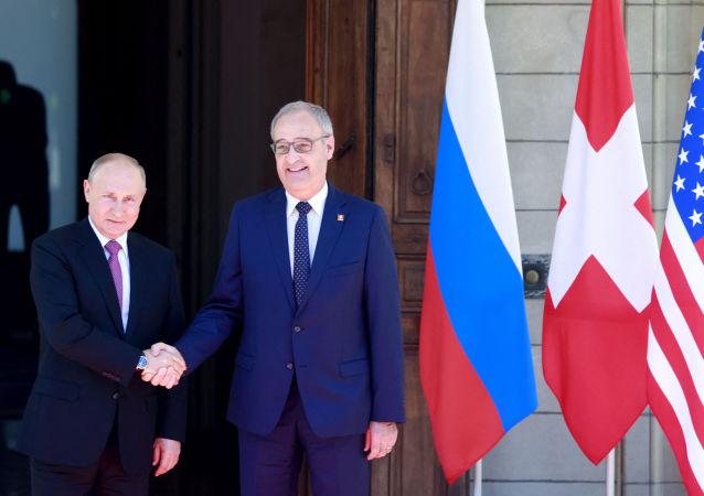 Russia's President Vladimir Putin (L) shakes hands with Swiss President Guy Parmelin