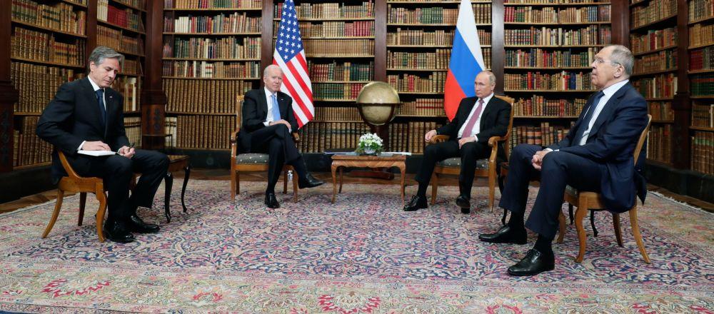 俄总统新闻秘书: 俄美峰会前进行了长时间的准备工作,峰会总体上顺利举行