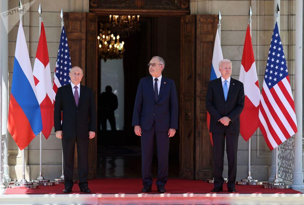 俄羅斯總統普京、瑞士聯邦主席帕默林和美國總統拜登在日內瓦拉格蘭奇別墅舉行會面