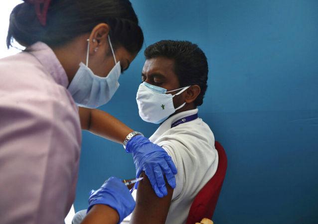 """新德里开始接种俄罗斯""""卫星V""""疫苗"""