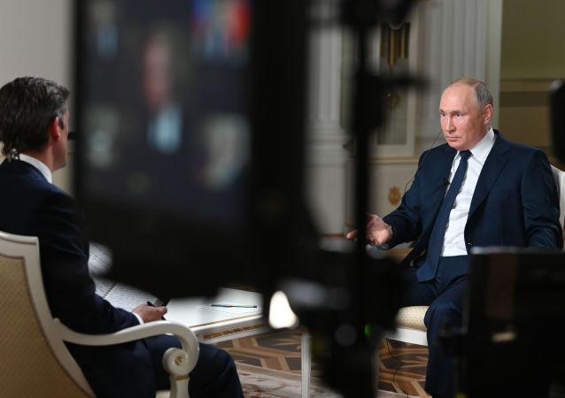 俄联邦总统普京接受NBC电视台记者西蒙斯专访