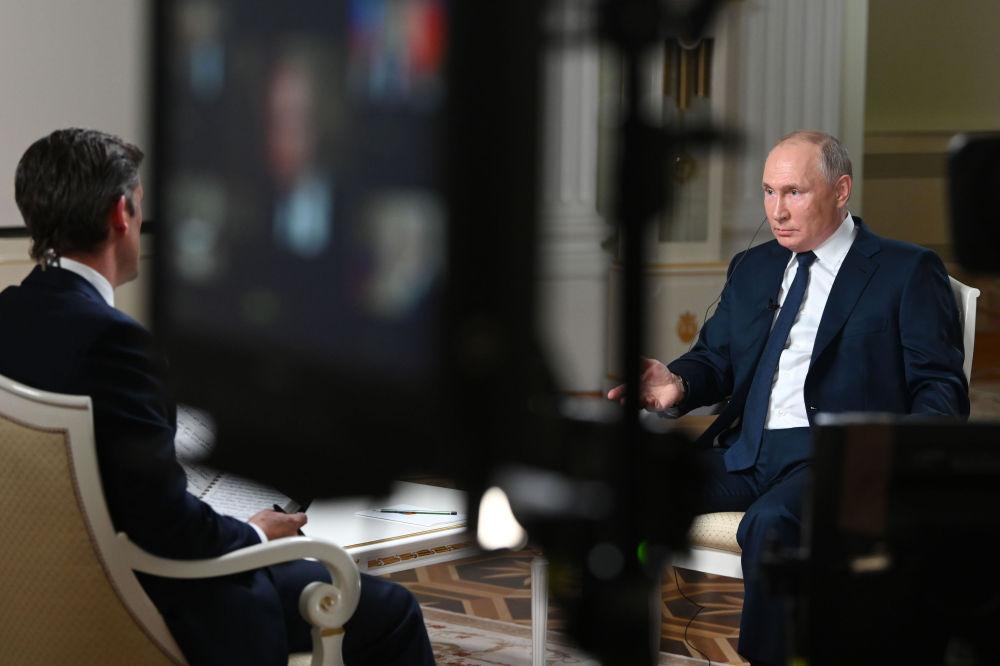 俄聯邦總統普京接受NBC電視台記者西蒙斯專訪