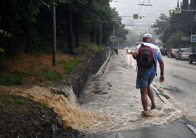 俄參議員:克里米亞受洪災居民的損失將得到賠償