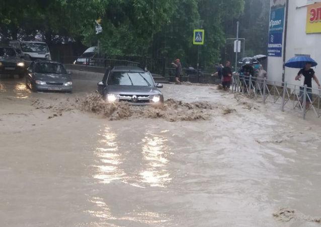 雅爾塔市長:軍人們將抵達該市消除洪災後果