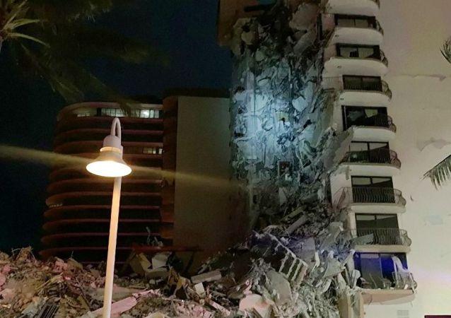 迈阿密当局正从一栋危楼中迁出住户