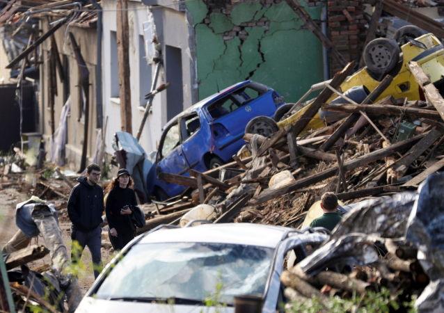 捷克龙卷风肆虐致3人死亡逾200人受伤
