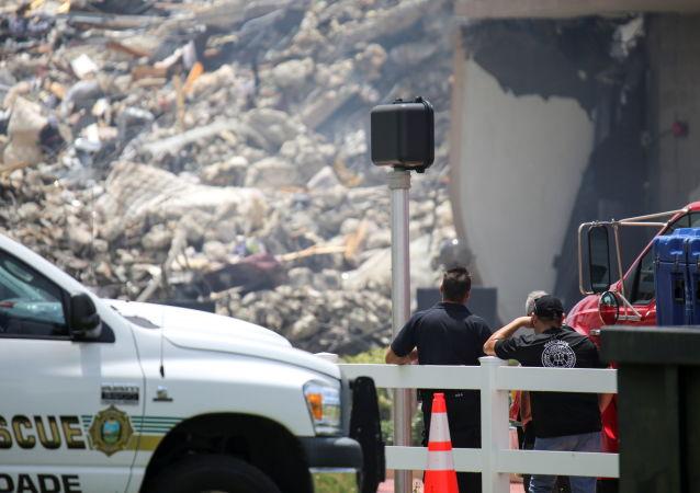 美国佛罗里达州公寓楼坍塌事件的确认死亡人数升至90人