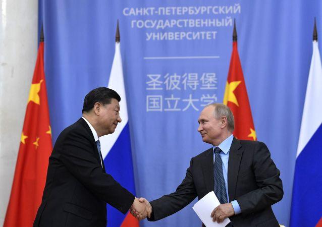 2019年6月6日,俄罗斯总统普京出席圣彼得堡国立大学向中国国家主席习近平授予名誉博士学位仪式